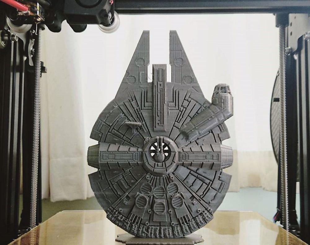 Модель тысячелетнего сокола распечатанная на 3d принтере
