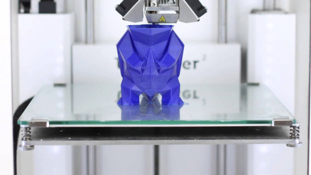 новичкам, покупающим 3D-принтеры с открытым корпусом, советуют начинать знакомство с 3D-печатью с PLA