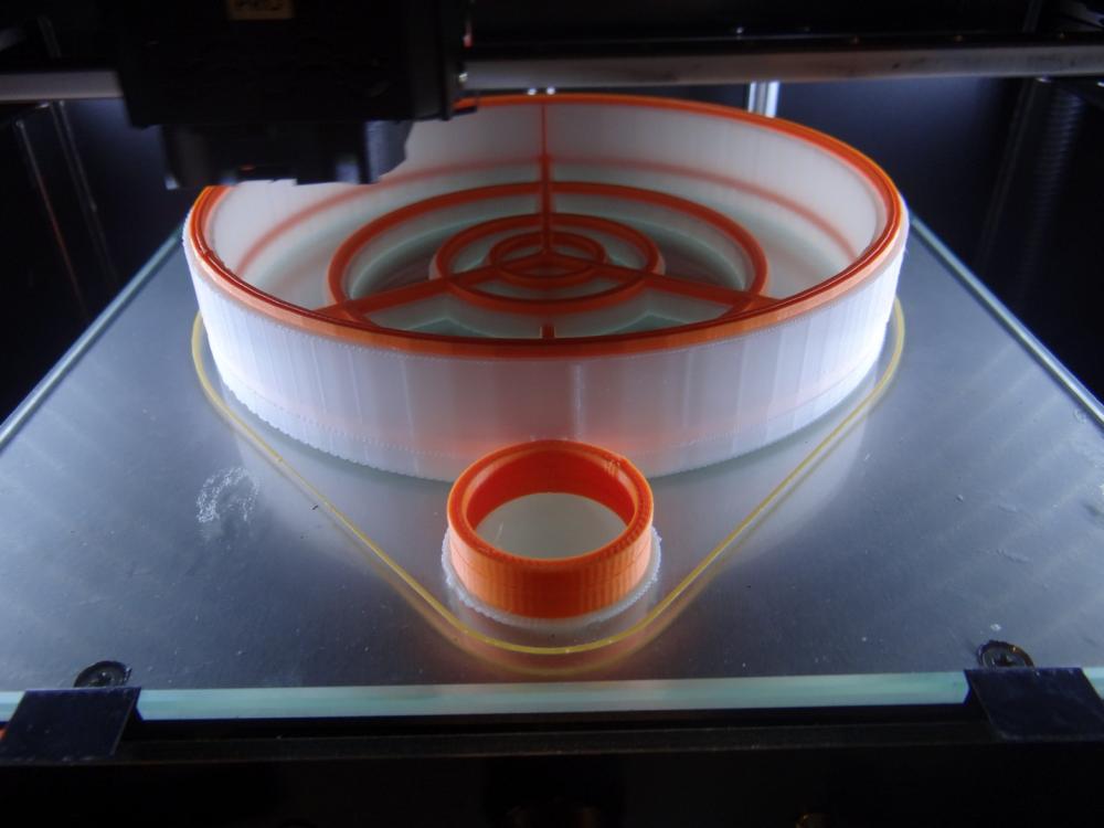 Picaso 3D, устанавливают в свои принтеры с закрытыми корпусами специальные вентиляторы циркуляции воздуха, позволяющие обеспечить равномерную температуру внутри рабочей камеры принтера