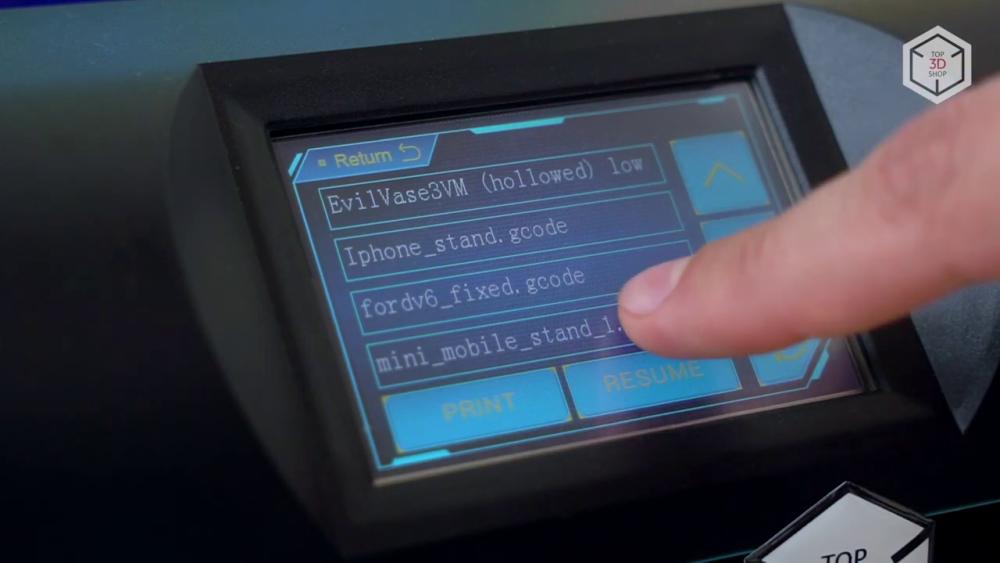 ЖК-экран и вращающуюся ручку управления заменили на сенсорный экран