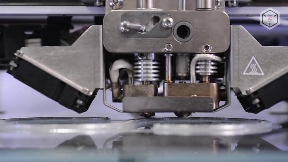 Anisoprint Composer A4 — это двухэкструдерный 3D-принтер с закрытой рабочей камерой и жестким каркасом из фрезерованного алюминия