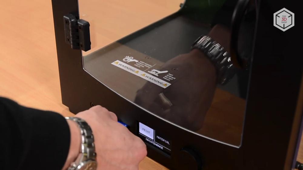 Перенос готового файла в память 3D-принтера выполняется с помощью SD-карты