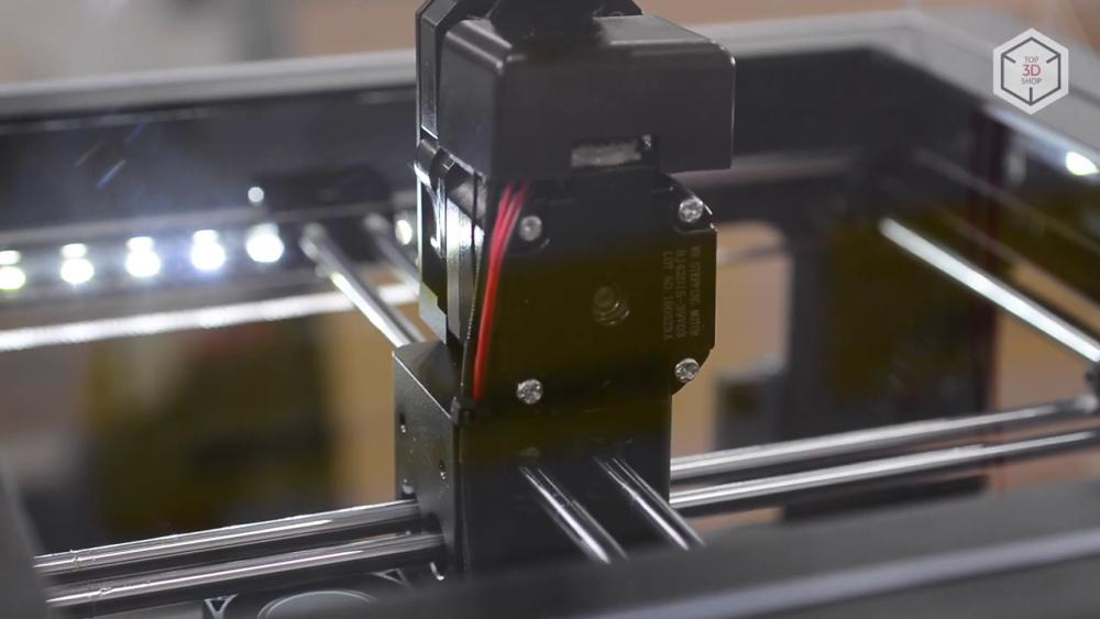 Наблюдение за процессом печати и обслуживание устройства упрощает светодиодная подсветка рабочей камеры