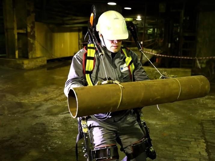 Варианты применения промышленного экзоскелета ExoHeaver Third Arm