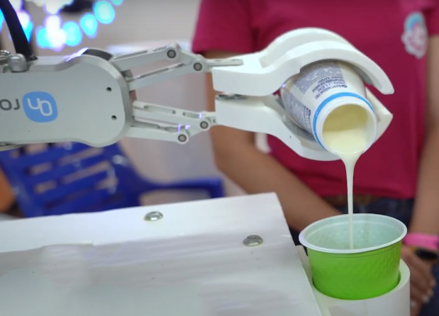 Повторяемость и точность робота-бартендера Rozum robotics