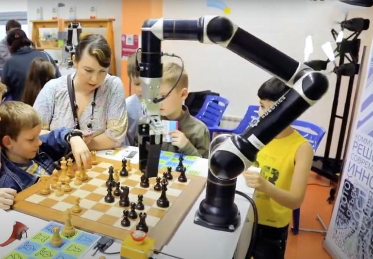 Применение робота-шахматиста Rozum robotics