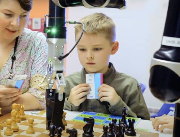 Безопасность робота-шахматиста Rozum robotics