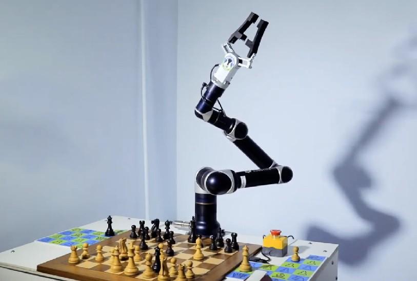Манипулятор робота-шахматиста Rozum robotics